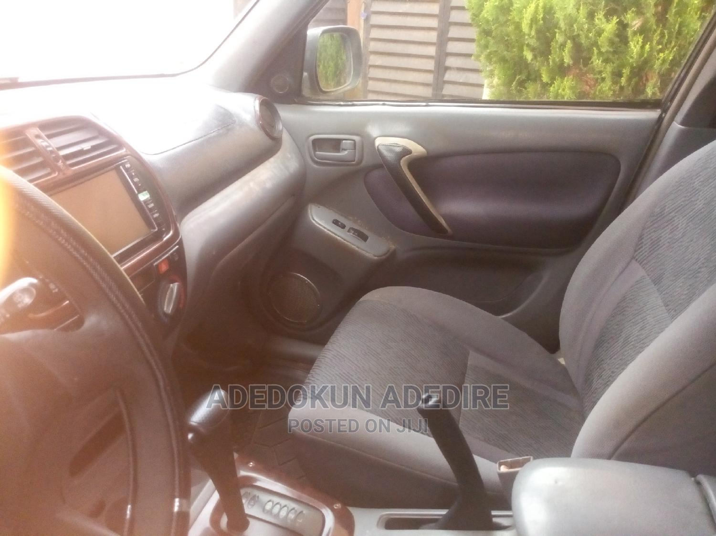 Archive: Toyota RAV4 2004 Gold
