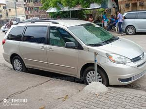 Toyota Sienna 2004 Silver   Cars for sale in Lagos State, Amuwo-Odofin