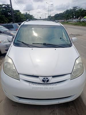 Toyota Sienna 2007 XLE 4WD White | Cars for sale in Lagos State, Amuwo-Odofin