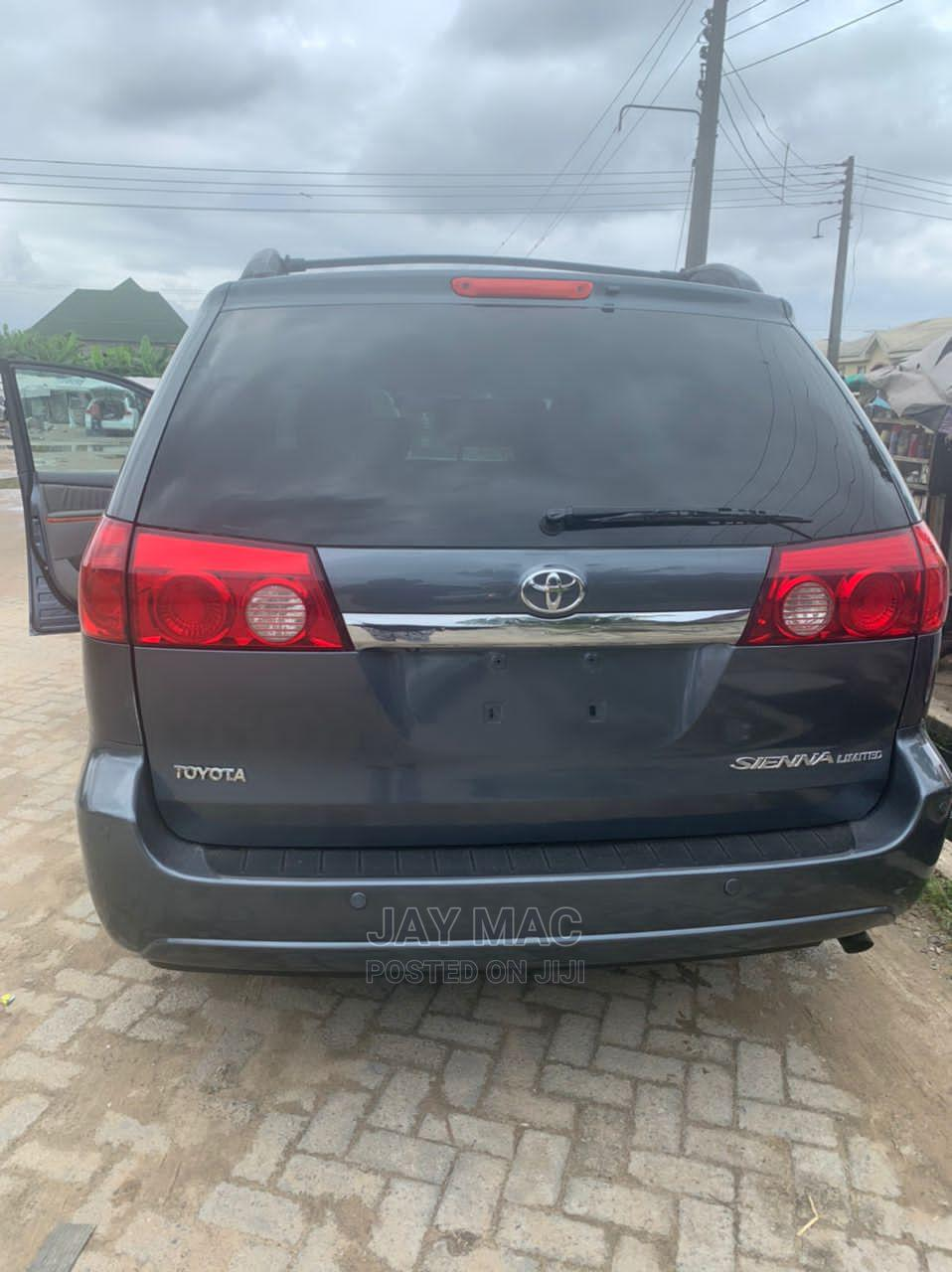 Archive: Toyota Sienna 2007 XLE Limited Blue