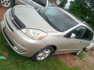 Toyota Sienna 2005 LE AWD Gold | Cars for sale in Abuja (FCT) State, Gwarinpa