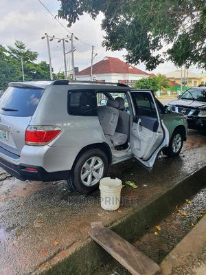 Toyota Highlander 2012 Limited Silver | Cars for sale in Abuja (FCT) State, Kubwa