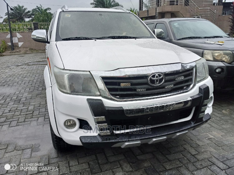 Toyota Hilux 2015 SR 4x4 White