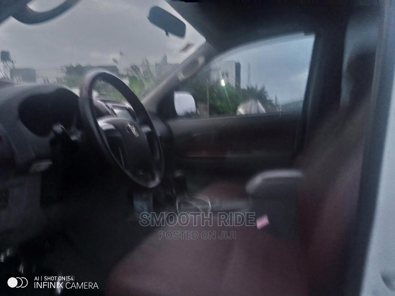 Toyota Hilux 2015 SR 4x4 White   Cars for sale in Ajah, Lagos State, Nigeria