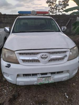Toyota Hilux 2010 2.7 VVT-i 4X4 SRX White | Cars for sale in Abuja (FCT) State, Apo District