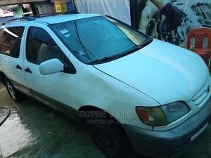 Toyota Sienna 2002 XLE White   Cars for sale in Lagos State, Surulere