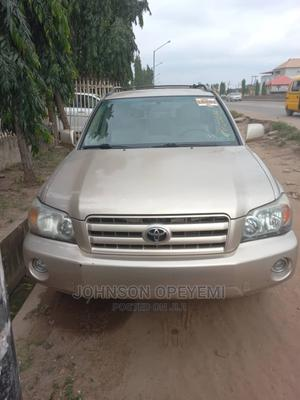 Toyota Highlander 2005 V6 4x4 Gold | Cars for sale in Lagos State, Abule Egba