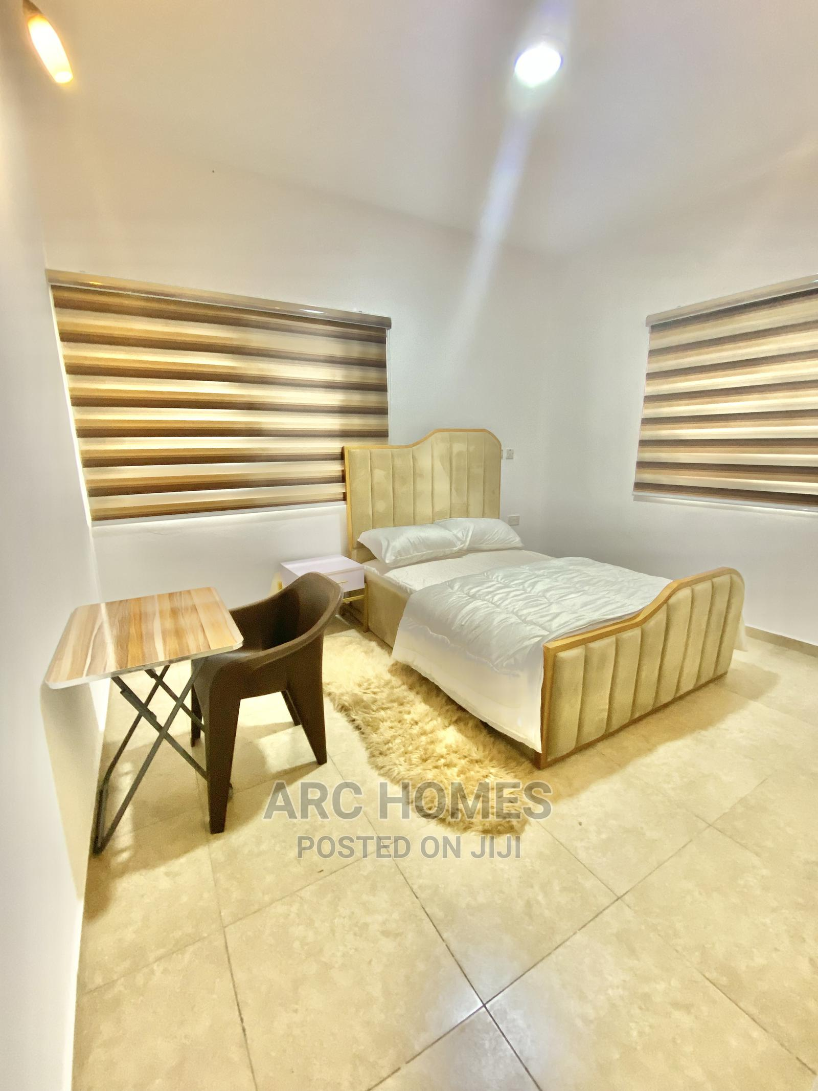 Private Room in a 3 Bedroom Apartment for Monthly Rent
