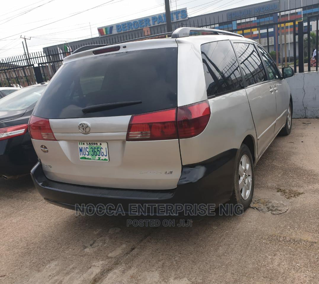 Archive: Toyota Sienna 2005 Silver