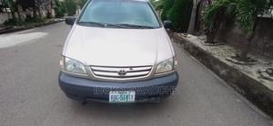 Toyota Sienna 2002 Gold | Cars for sale in Abuja (FCT) State, Kubwa