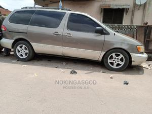Toyota Sienna 2001 LE Gold | Cars for sale in Lagos State, Ilupeju