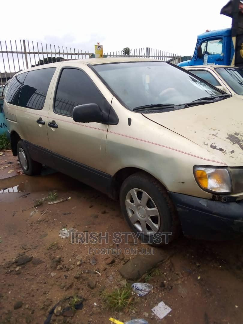 Archive: Toyota Sienna 2002 CE Gold
