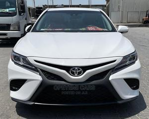 Toyota Camry 2018 XLE FWD (2.5L 4cyl 8AM) White | Cars for sale in Lagos State, Ikeja