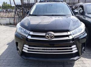 Toyota Highlander 2017 XLE 4x2 V6 (3.5L 6cyl 8A) Black | Cars for sale in Lagos State, Ajah