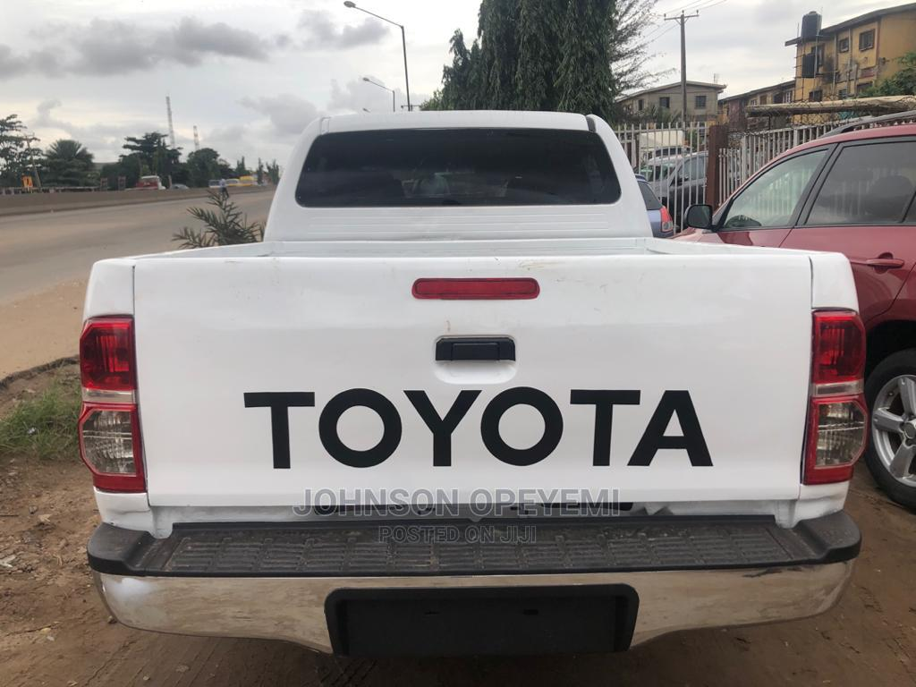 Toyota Hilux 2010 2.0 VVT-i SRX White   Cars for sale in Ikeja, Lagos State, Nigeria