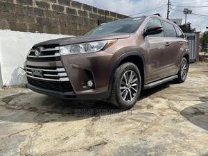 Toyota Highlander 2017 XLE 4x4 V6 (3.5L 6cyl 8A) Brown | Cars for sale in Lagos State, Ikeja