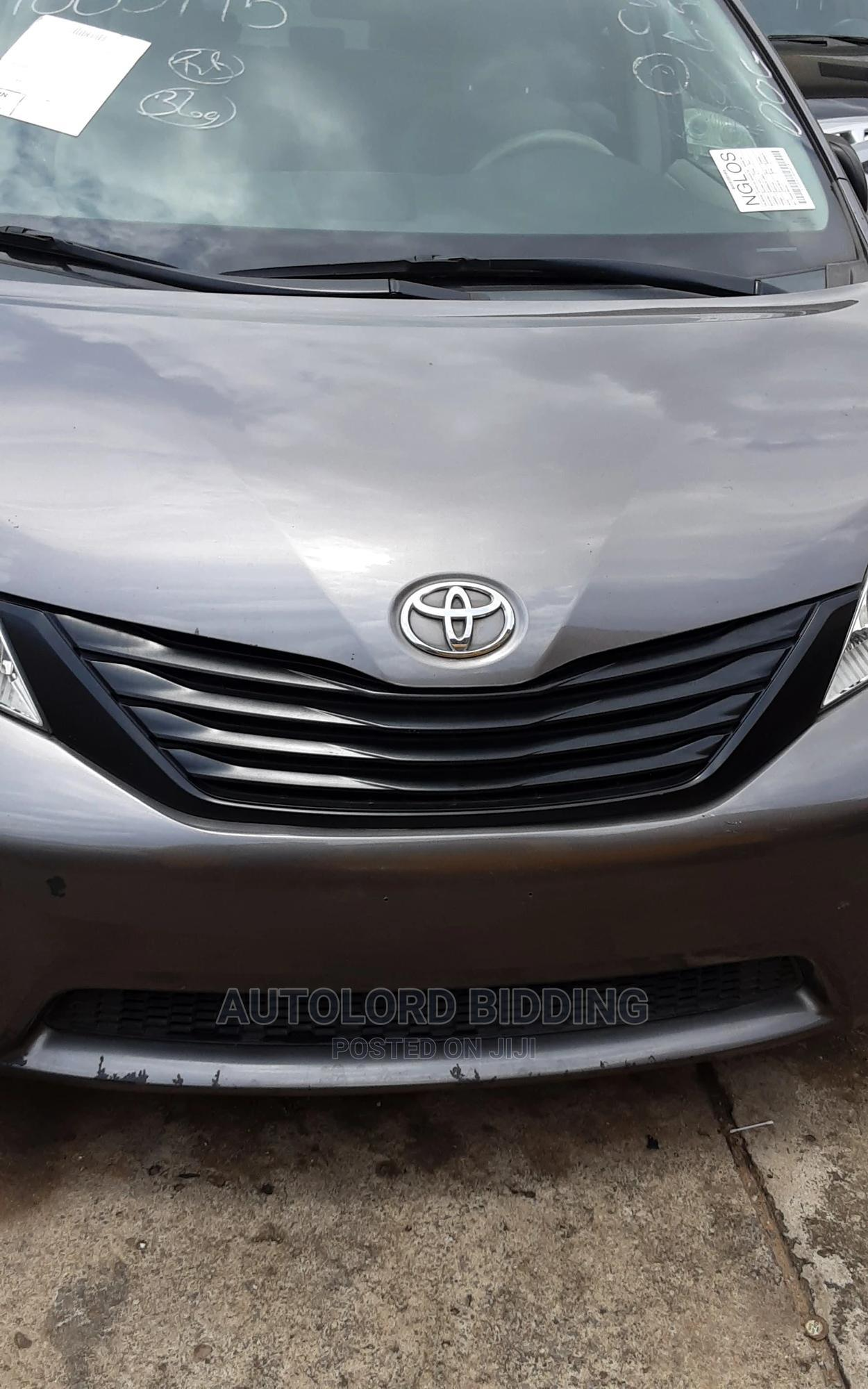 Archive: Toyota Sienna 2011 LE 7 Passenger Mobility Gray