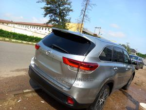 Toyota Highlander 2017 SE 4x2 V6 (3.5L 6cyl 8A) Silver | Cars for sale in Abuja (FCT) State, Gwarinpa
