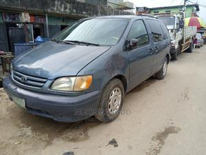 Toyota Sienna 2002 CE Blue   Cars for sale in Lagos State, Ilupeju