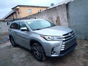 Toyota Highlander 2017 XLE 4x4 V6 (3.5L 6cyl 8A) Silver | Cars for sale in Lagos State, Ikeja