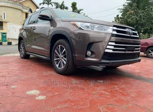 Toyota Highlander 2017 XLE 4x4 V6 (3.5L 6cyl 8A) Brown | Cars for sale in Lagos State, Magodo