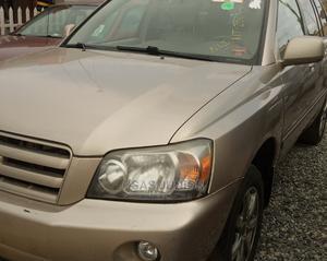 Toyota Highlander 2004 V6 AWD Gold | Cars for sale in Lagos State, Alimosho