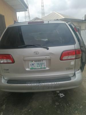Toyota Sienna 2001 LE Silver | Cars for sale in Abuja (FCT) State, Jahi