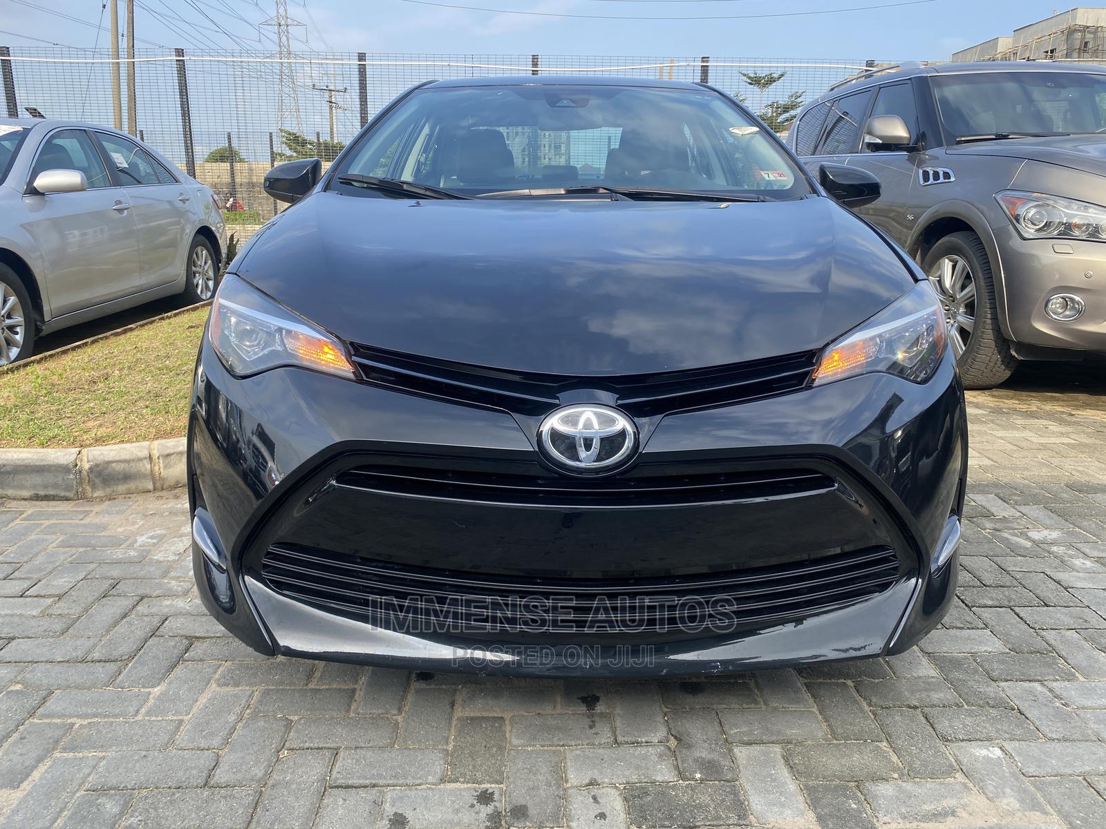 Toyota Corolla 2018 LE (1.8L 4cyl 2A) Gray