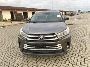 Toyota Highlander 2017 XLE 4x4 V6 (3.5L 6cyl 8A) Brown | Cars for sale in Lagos State, Ajah