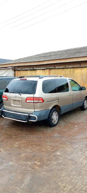 Toyota Sienna 2002 LE Gold | Cars for sale in Lagos State, Abule Egba