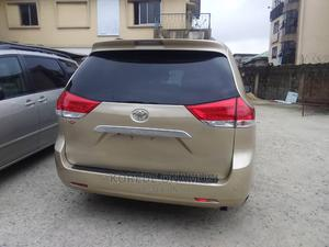 Toyota Sienna 2011 XLE 7 Passenger Mobility Gold   Cars for sale in Lagos State, Ikeja