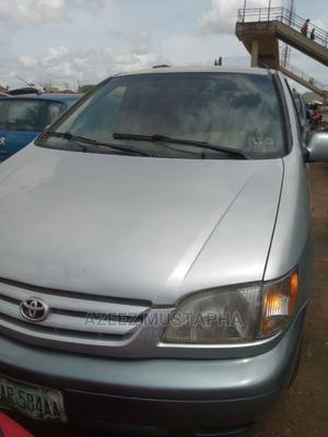 Toyota Sienna 2002 XLE Silver   Cars for sale in Abuja (FCT) State, Nyanya