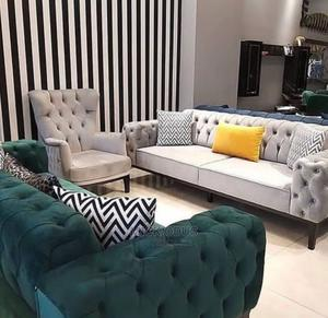 7 Seater Chesterfield Sofa Set with Throw Pillows and Centre Table   Furniture for sale in Lagos State, Gbagada