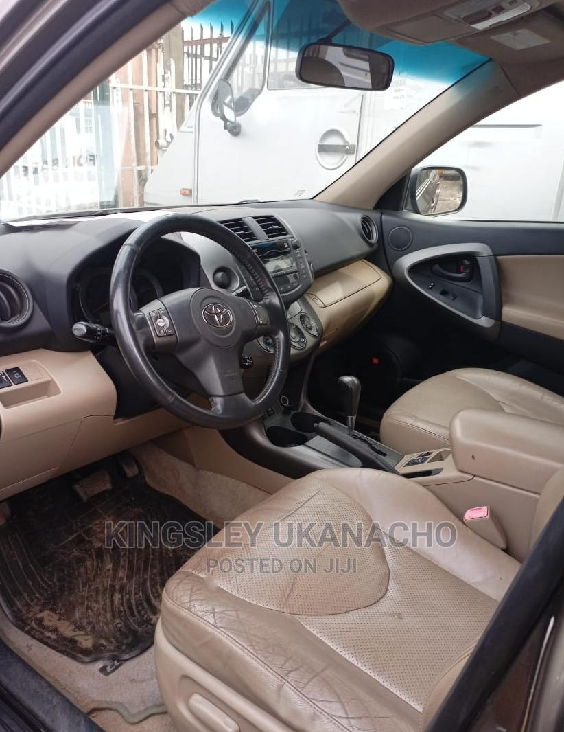 Archive: Toyota RAV4 2010 2.5 Limited Brown