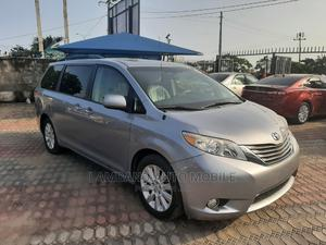 Toyota Sienna 2013 XLE FWD 8-Passenger Silver | Cars for sale in Lagos State, Amuwo-Odofin