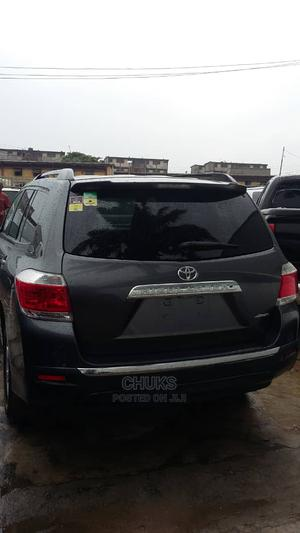 Toyota Highlander 2013 SE 3.5L 4WD Gray | Cars for sale in Lagos State, Surulere