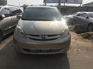 Toyota Sienna 2007 XLE 4WD Gold | Cars for sale in Lagos State, Amuwo-Odofin