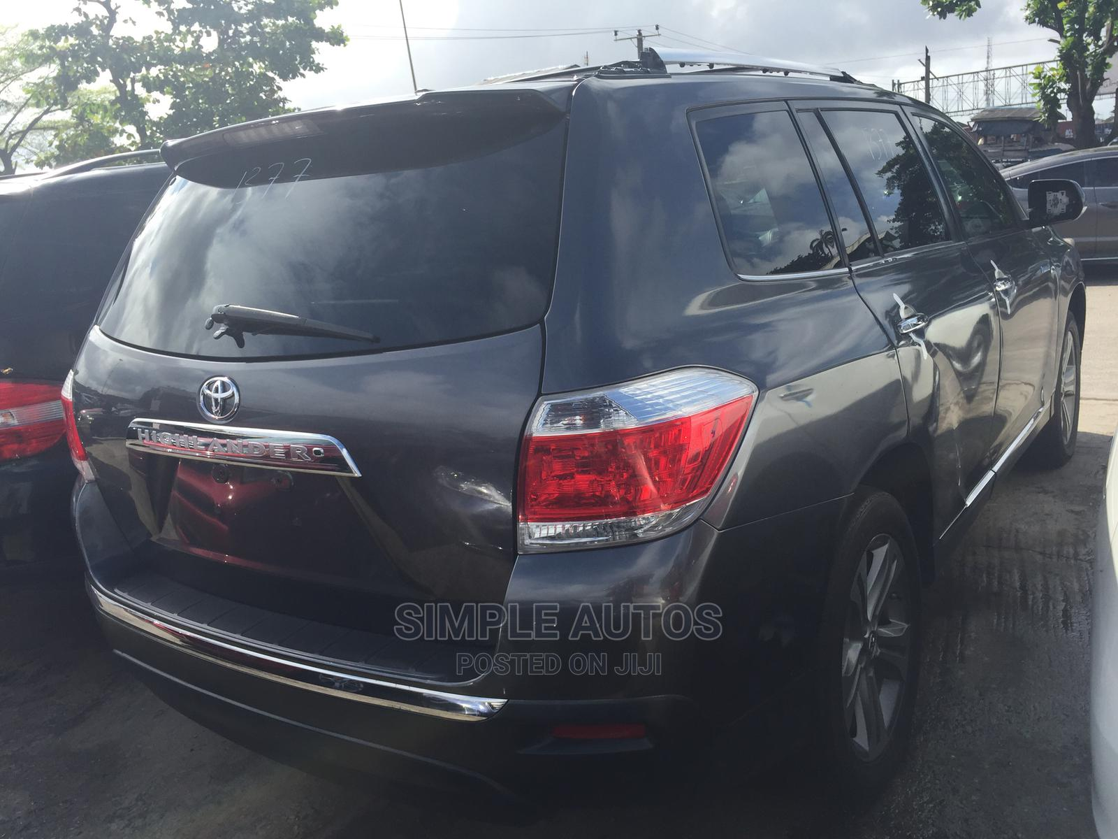 Toyota Highlander 2013 Limited 3.5l 4WD Black | Cars for sale in Apapa, Lagos State, Nigeria