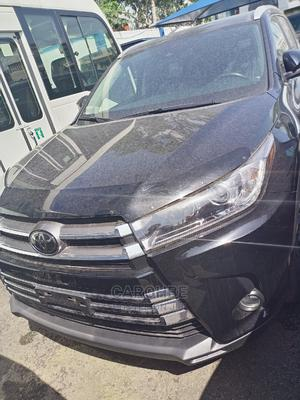 Toyota Highlander 2018 XLE 4x4 V6 (3.5L 6cyl 8A) Black | Cars for sale in Lagos State, Ikeja