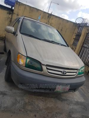 Toyota Sienna 2001 LE Gold | Cars for sale in Lagos State, Surulere
