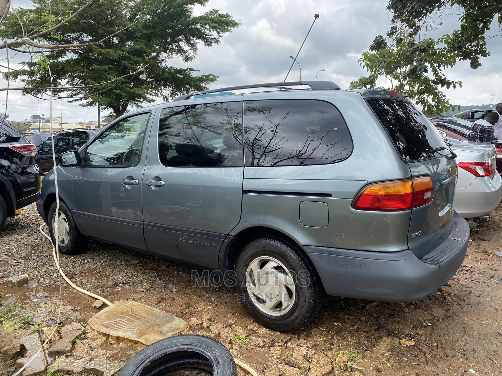Toyota Sienna 2000 LE & 1 Hatch Green   Cars for sale in Gwarinpa, Abuja (FCT) State, Nigeria