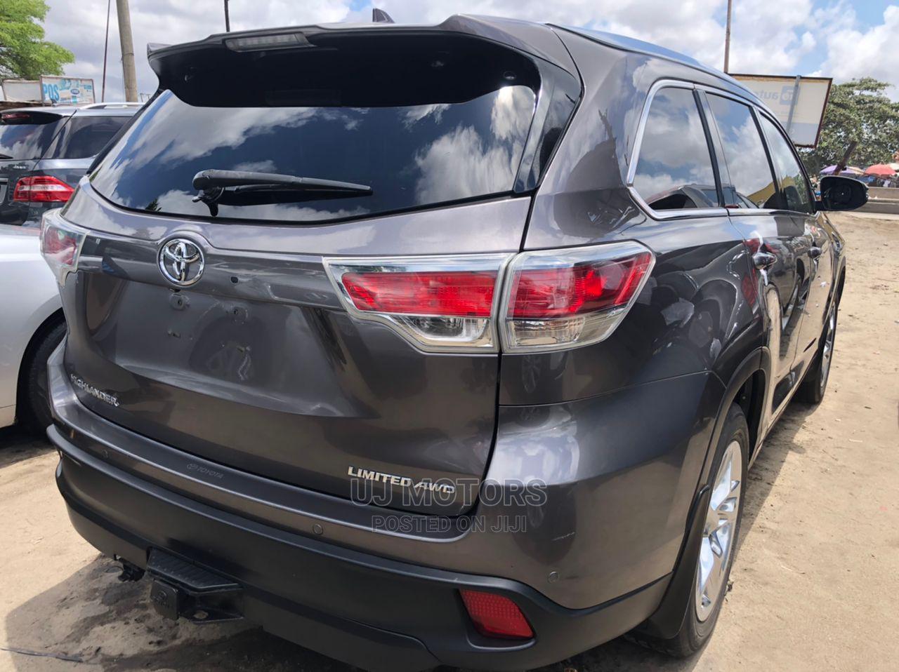Archive: Toyota Highlander 2015 Gray