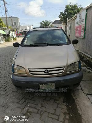Toyota Sienna 2001 LE Gold   Cars for sale in Lagos State, Lekki