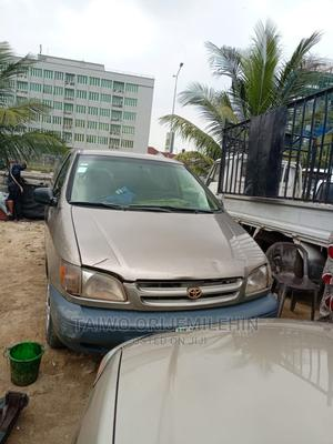 Toyota Sienna 2000 LE & 1 Hatch Gold   Cars for sale in Lagos State, Lekki