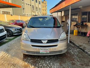 Toyota Sienna 2005 XLE Limited AWD Gold   Cars for sale in Lagos State, Ikeja