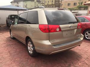 Toyota Sienna 2007 LE 4WD Gold | Cars for sale in Lagos State, Ogba
