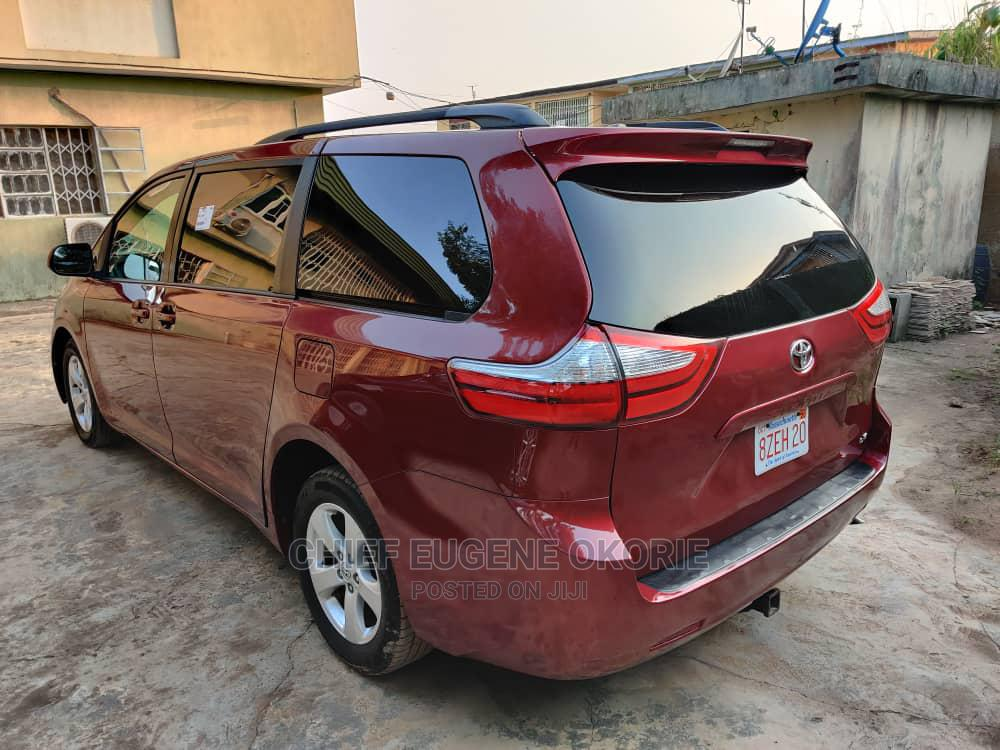 Archive: Toyota Sienna 2016 Red