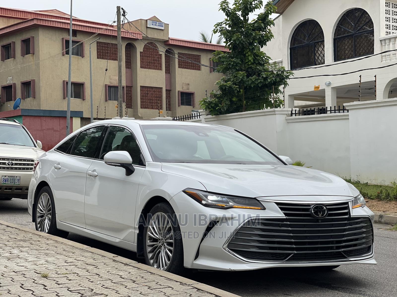 Archive: Toyota Avalon 2020 Limited White
