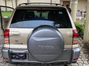 Toyota RAV4 2004 Automatic Gold | Cars for sale in Lagos State, Magodo