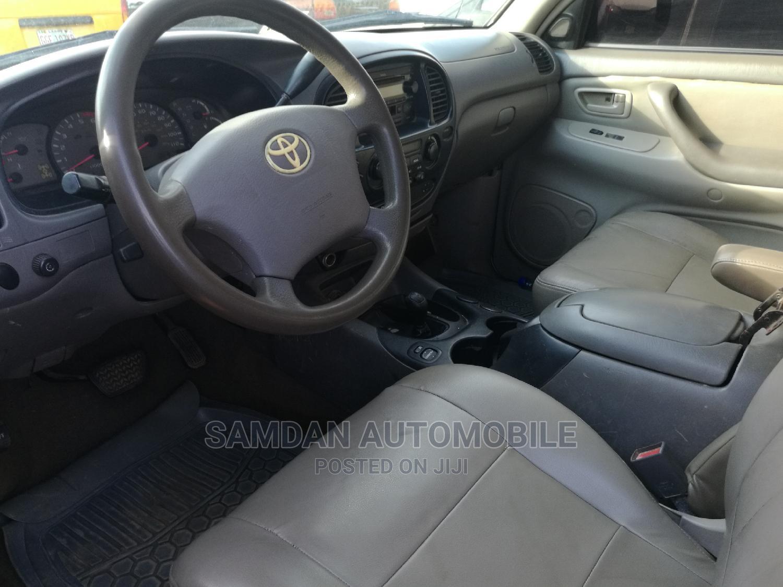 Archive: Toyota Sequoia 2003 Gray